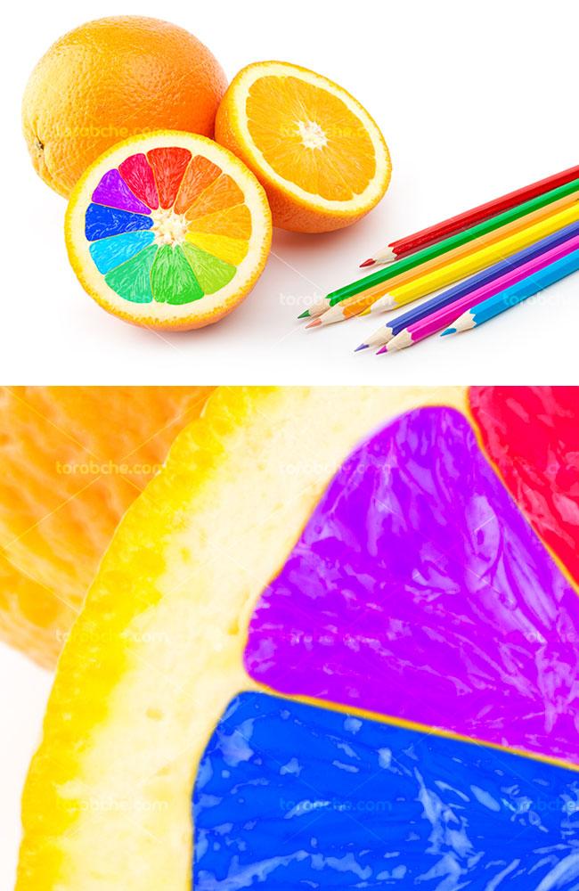 عکس با کیفیت پرتقال و مداد رنگی