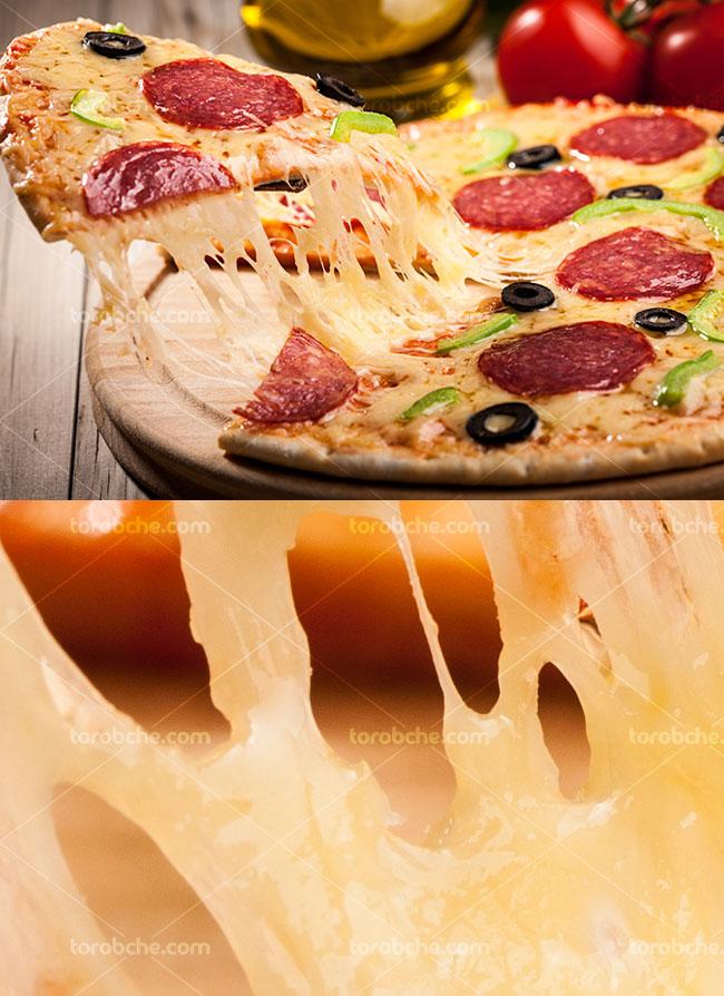 عکس با کیفیت پیتزا پپرونی با پنیر ویژه