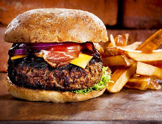 عکس ساندویچ همبرگر گوشت ویژه با فیله و سیب زمینی سرخ شده