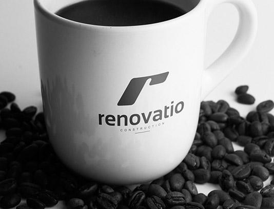 موکاپ لوگوی فنجان قهوه به صورت لایه باز