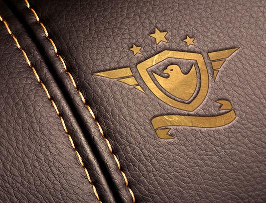 طرح لایه باز موکاپ لوگوی چرمی طلایی