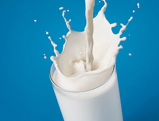 عکس با کیفیت لیوان شیر