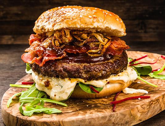 عکس همبرگر گوشت با پیاز سرخ شده