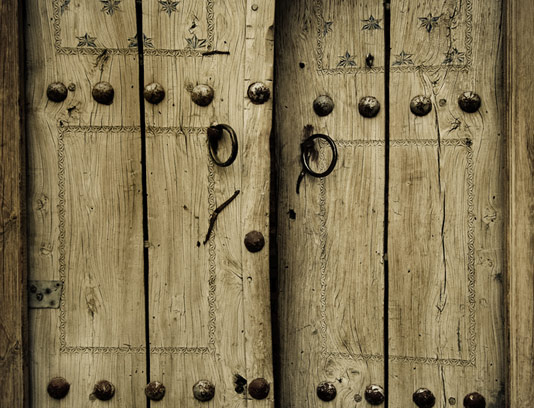 عکس با کیفیت درب چوبی قدیمی