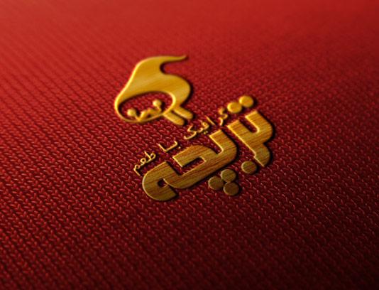 طرح لایه باز موکاپ لوگوی طلایی دوخته شده به پارچه قرمز