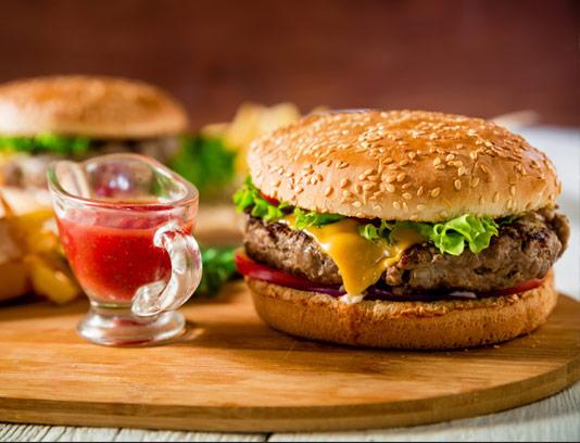 عکس با کیفیت ساندویچ همبرگر آمریکایی
