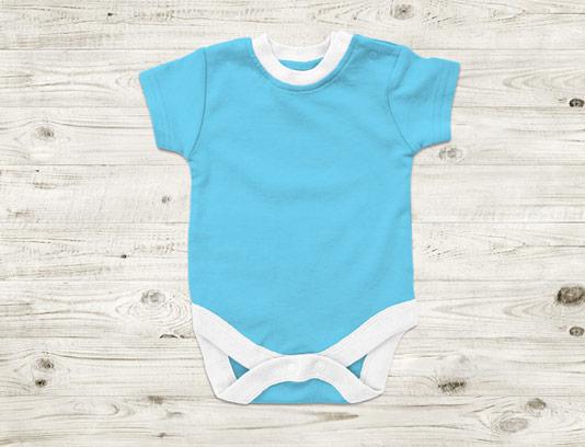 طرح لایه باز موکاپ لباس نوزاد چند ماهه