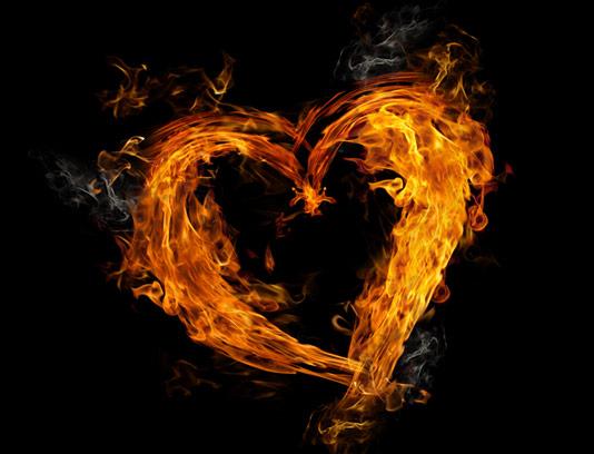 عکس با کیفیت قلب آتشین با زمینه ی مشکی شماره ۰۱