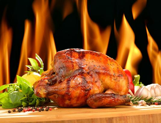 عکس با کیفیت مرغ بریانی و آتش در پس زمینه