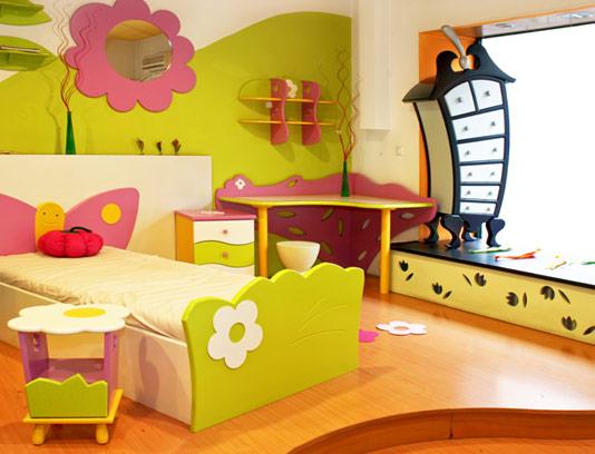 عکس با کیفیت طراحی داخلی اتاق کودک با ترکیب رنگی شاد