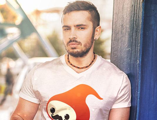طرح لایه باز تیشرت موکاپ مردانه سفید