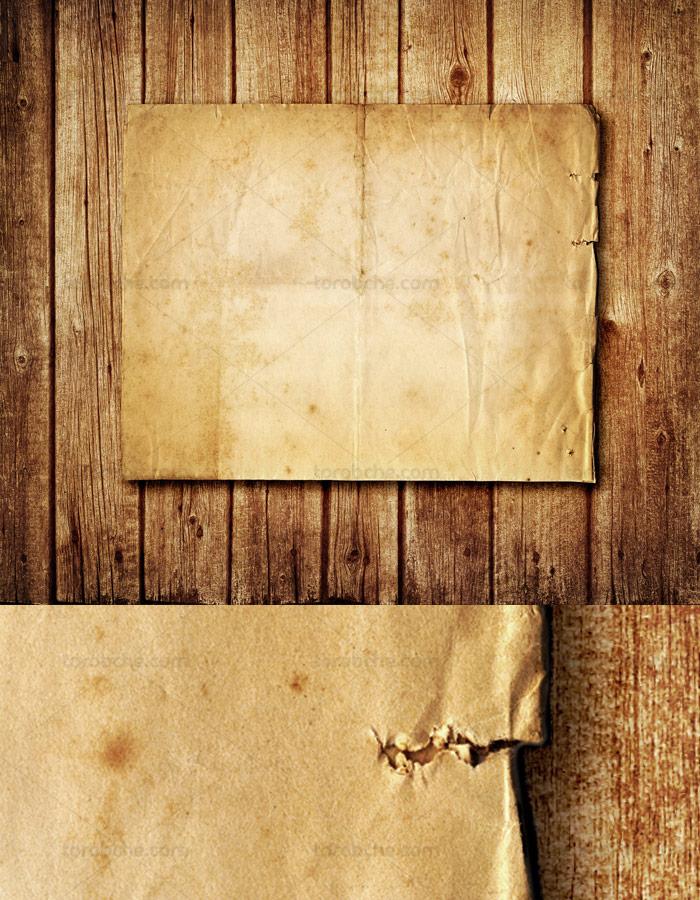 تکسچر و بکگراند طراحی کاغذ قدیمی با زمینه چوبی