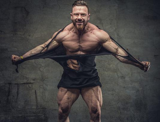 عکس با کیفیت مرد قدرتمند با بدن فیتنس