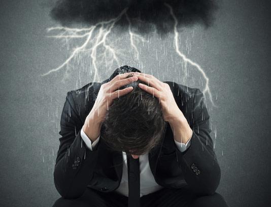 عکس با کیفیت مفهومی کسب و کار بارش از ابرهای سیاه