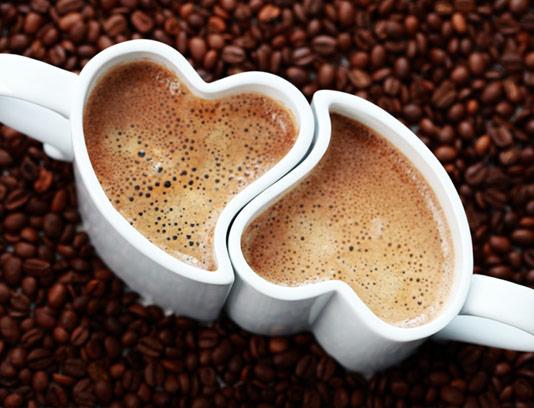 عکس با کیفیت فنجان و دانه های قهوه