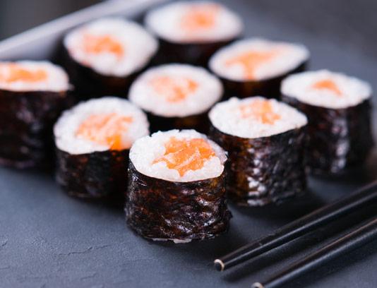 عکس با کیفیت سوشی غذای کره ای