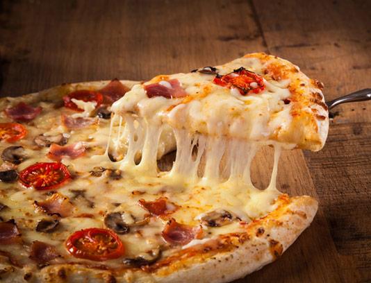 عکس با کیفیت پیتزا با پنیر ویژه