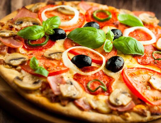 عکس با کیفیت پیتزای قارچ و پپرونی