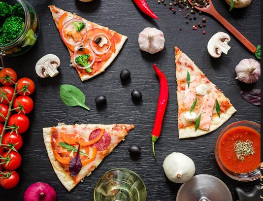 عکس با کیفیت تکه های پیتزا با سس کچاپ