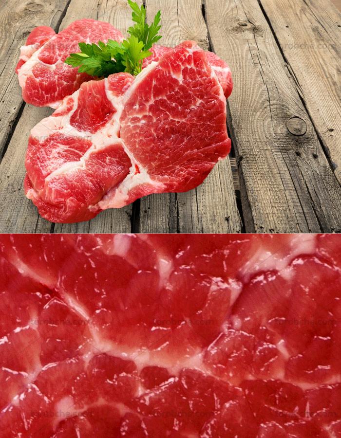عکس گوشت تازه گوساله بر روی چوب
