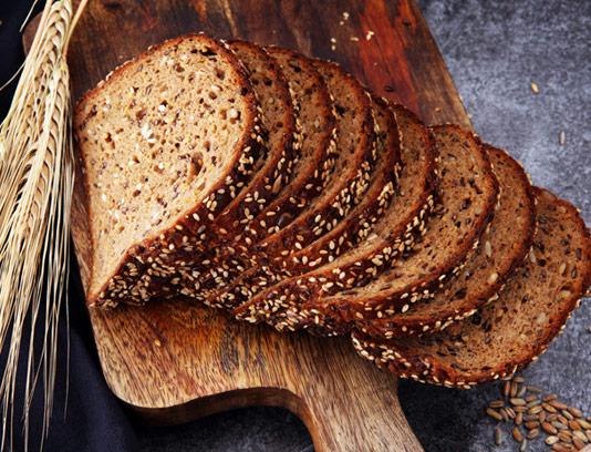 عکس با کیفیت نان تست سبوس دار کنجدی