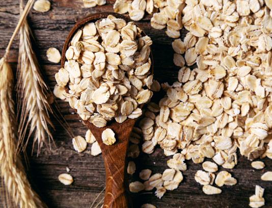عکس با کیفیت گندم پرک شده با بکگراند چوبی