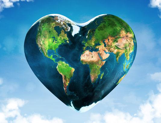 عکس با کیفیت کره زمین سالم و قلبی شکل