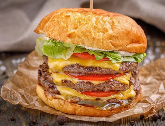 عکس ساندویچ همبرگر مخصوص سه تایی با پنیر چدار
