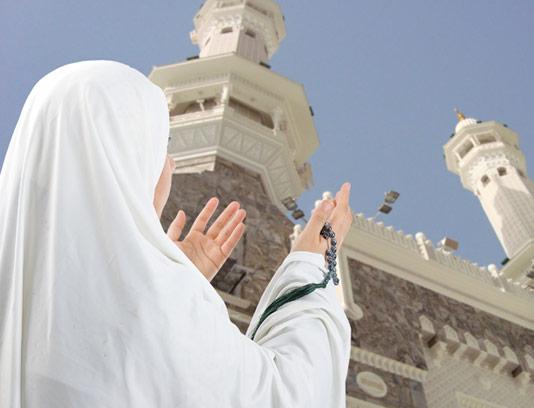 عکس دعا کردن زن محجبه به سمت آسمان