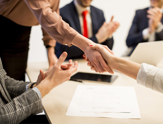 عکس با کیفیت مفهومی موفقیت و همکاری در کسب و کار