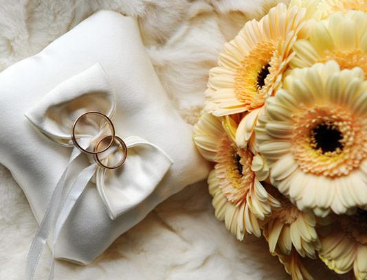 عکس با کیفیت حلقه ازدواج با گل