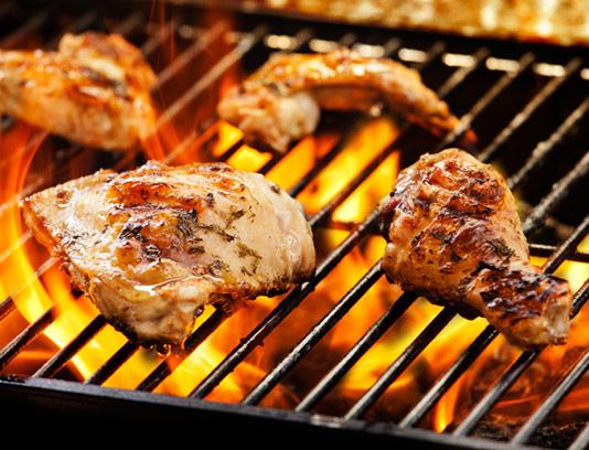 عکس با کیفیت مرغ گریل کردن روی آتش