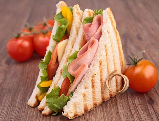 عکس با کیفیت ساندویچ ژامبون با نان تست