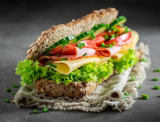 عکس با کیفیت ساندویچ ژامبون با پنیر گودا