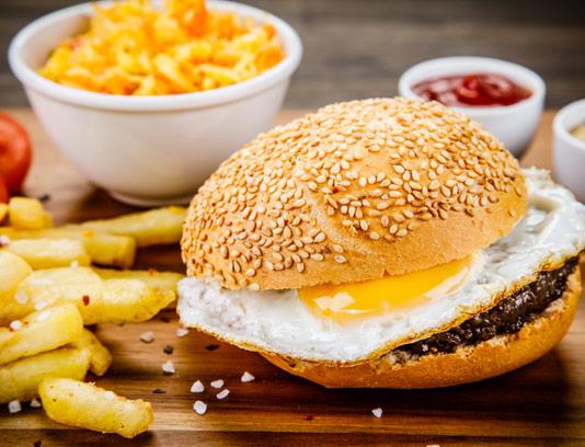 عکس ساندویچ همبرگر با تخم مرغ