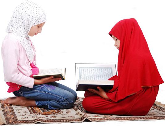 عکس با کیفت دختر در حال قرآن خواندن