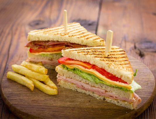 عکس ساندویچ کالباس با نان تست