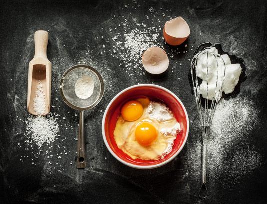 عکس با کیفیت مواد اولیه کیک با المان های کیک پزی