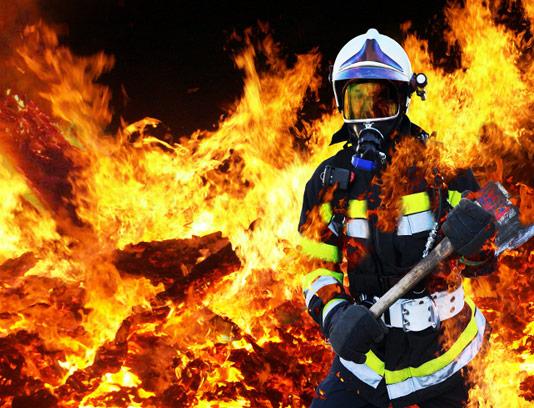عکس با کیفیت شعله های آتش و آتش نشان