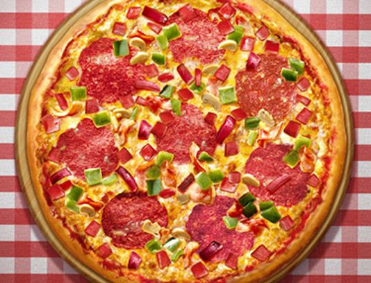 عکس با کیفیت پیتزا پپرونی تند و فلفلی