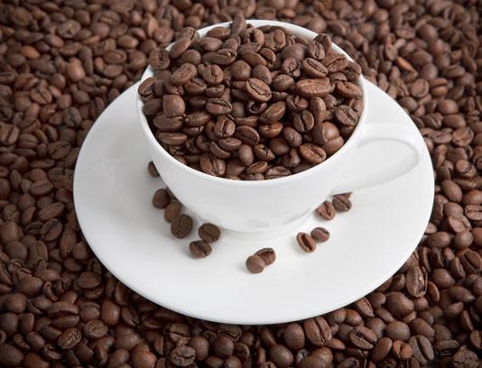 عکس با کیفیت دانه های قهوه و فنجان