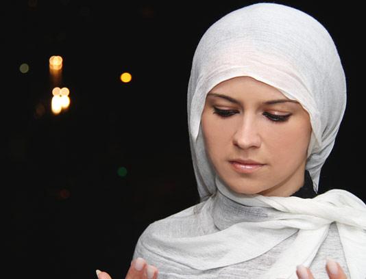 عکس با کیفیت دعا کردن زن مسلمان