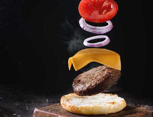 عکس با کیفیت ساندویچ همبرگر معلق