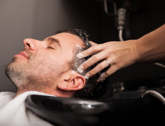 عکس با کیفیت آرایشگر مردانه