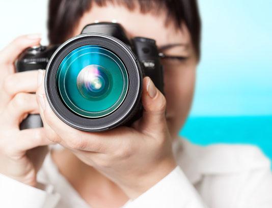 عکس مرد عکاس و دوربین عکاسی