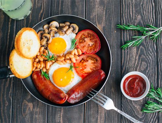 عکس صبحانه گوجه فرنگی و لوبیا قارچ