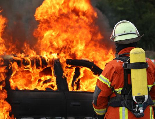 عکس مرد آتش نشان و آتش