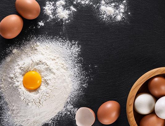 عکس تخم مرغ و آرد با کیفیت