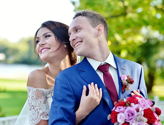 پس زمینه عروس و داماد