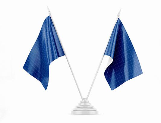 موکاپ پرچم دوتایی با کیفیت